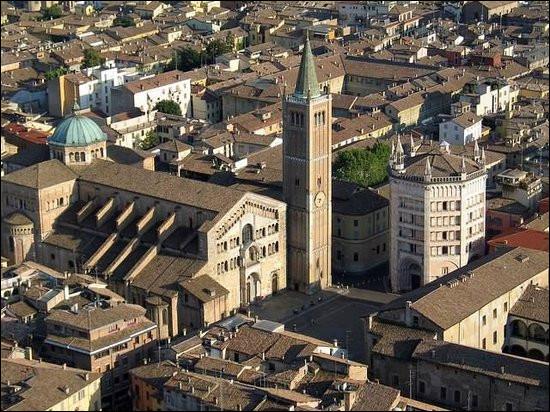 Ville italienne de 200 000 habitants, située dans la plaine du Pô, dans le nord de l'Emilie-Romagne :