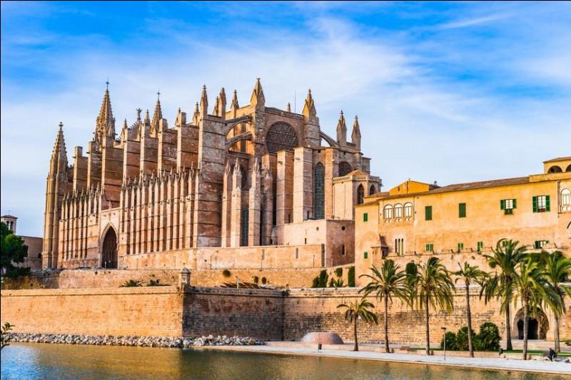 Ville espagnole de 400 000 habitants, capitale de l'île de Majorque :