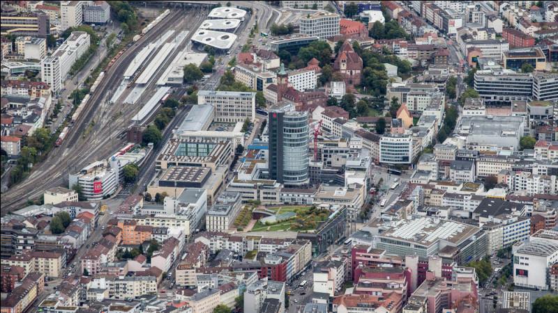 Ville allemande de 120 000 habitants, située dans le Land de Bade-Wurtemberg :