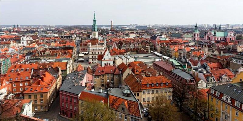 Grande ville polonaise de 530 000 habitants, traversée par la Warta :