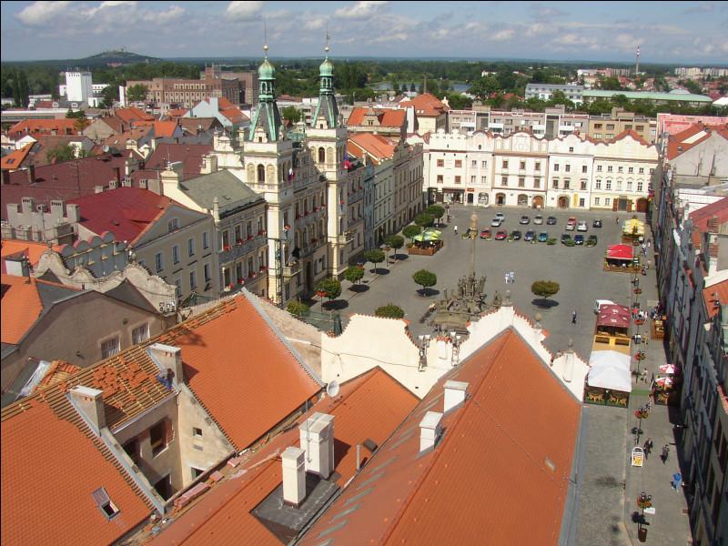Dans quel pays se trouve Pardubice, ville de 90 000 habitants ?