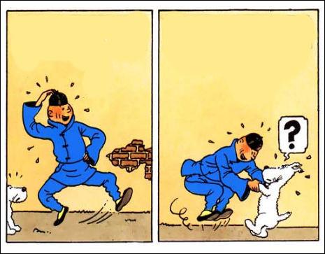 """Sur ces cases du """"Lotus Bleu"""", Tintin à l'air particulièrement en joie, sous le regard un peu intrigué de Milou (qu'il vient de retrouver) : pourquoi ?"""