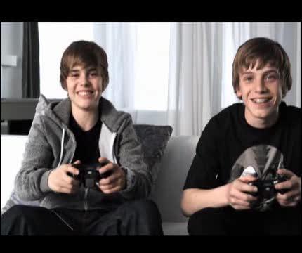 Qui est le mec à côté de Justin Bieber ?
