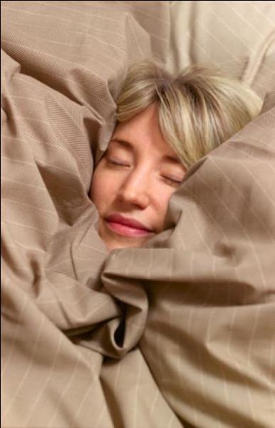 """Si je vous dis que cette nuit """"j'ai dormi sur mes deux oreilles"""", cela veut dire :"""