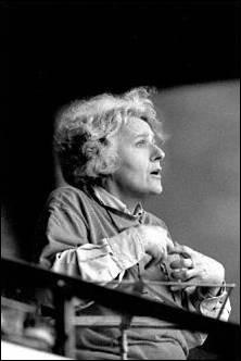 """Ariane Mnouchkine (d'une famille petersbourgeoise) est l'une des grandes figures du théâtre militant des XXe-XXIe siècle : elle a fondé à [...quel endroit] son fameux """"Théâtre ..."""""""