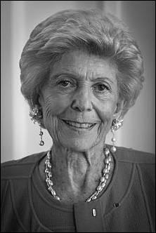 """Académicienne et spécialiste de l'histoire russe, elle publie en 1978 """"..."""" : Hélène Zourabichvili est plus connue sous son nom actuel : lequel ?"""