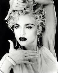Dans quel film de 1987 va-t-elle tenir le rôle principal et composé quatre chansons pour la B.O ?