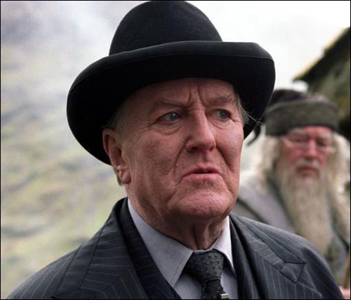 Qui succéda à Cornelius Fudge pour le poste de ministre de la magie ?
