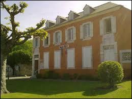 Nous commençons cette petite promenade à Barzun. Commune néo-aquitaine, dans l'arrondissement de Pau, elle se situe dans le département ...