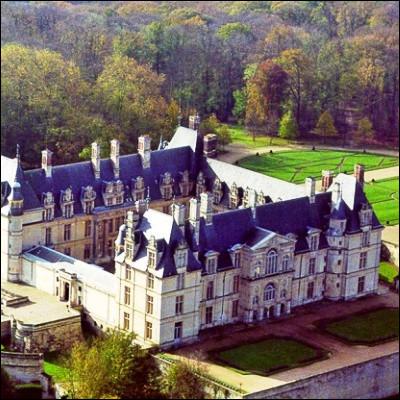 Quelle émission télévisée créée en 2007 sur France 2 met en lumière des grands noms de l'histoire et des hauts lieux du patrimoine ?