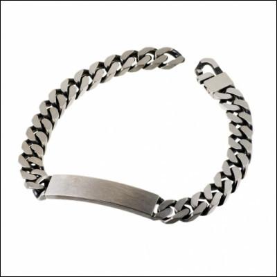 Comment appelle-t-on un bracelet formé d'une chaîne à mailles aplaties et d'une plaque rigide ?