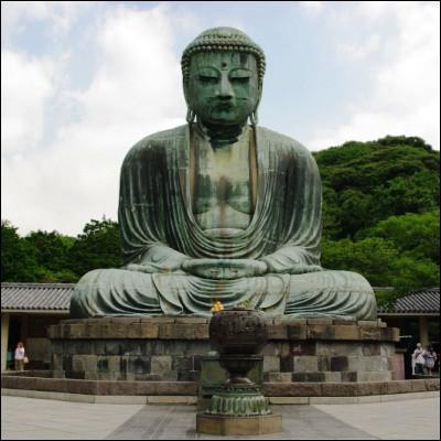 Quelle ville japonaise abrite le Grand Bouddha de Kamakura et le temple de Senso-ji ?