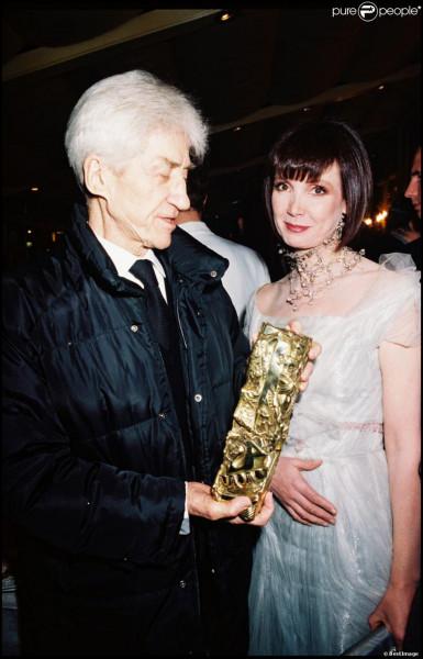 """Alain Resnais tourne dix films avec son actrice fétiche, de """"La vie est un roman"""" aux """"Herbes folles"""" ; ils ont vécu ensemble, des années 80 à la mort du cinéaste. Quelle est cette actrice ?"""