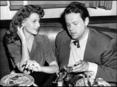 """Orson Welles épouse en 1943 cette actrice star d'Hollywood. ils ont une fille, Rebecca. Ils tournent ensemble """"la Dame de Shanghai"""", avant de divorcer en 1948. C'est ..."""