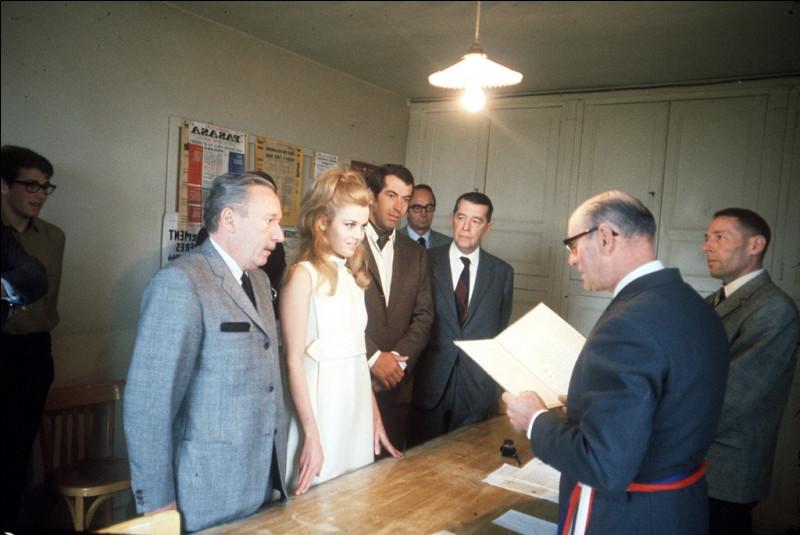 """Après avoir été marié à Brigitte Bardot de 1952 à 1957, vécu avec Catherine Deneuve avec laquelle il a un fils, Christian, il épouse Jane Fonda en 1967 - avec laquelle il a une fille, Vanessa - et qui tourne trois films avec lui, dont """"Barbarella"""". C'est ..."""