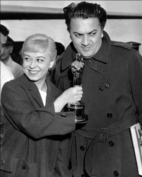 Federico Fellini la rencontre en 1943 ; ils se marient et ont une vie commune de plus de 50 ans ; elle tient le rôle vedette dans plusieurs films de son mari. Il s'agit de ...