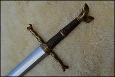 Juste avant la bataille de Winterfell, Sam offre à Ser Jorah une épée en acier valyrien... Laquelle ?
