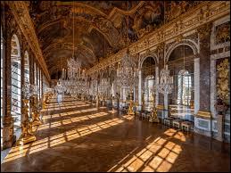 À quel architecte doit-on la conception et la construction de la Galerie des Glaces au Château de Versailles ?