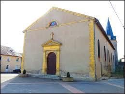 Nous sommes dans le Grand-Est devant l'église Saint-Jacques de Luppy. Village de la Communauté de communes du Sud Messin, il se situe dans le département ...