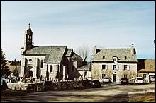 Nous sommes en Lozère, à Marchastel. Petit village de 53 habitants, bâti au pied d'un piton volcanique, il se situe dans l'ex région ...