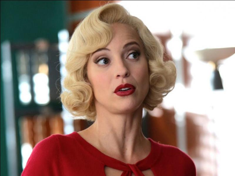 Quel est le prénom de la secrétaire du commissaire Laurence dans la série de téléfilms ''Les Petits Meurtres d'Agatha Christie'' ?