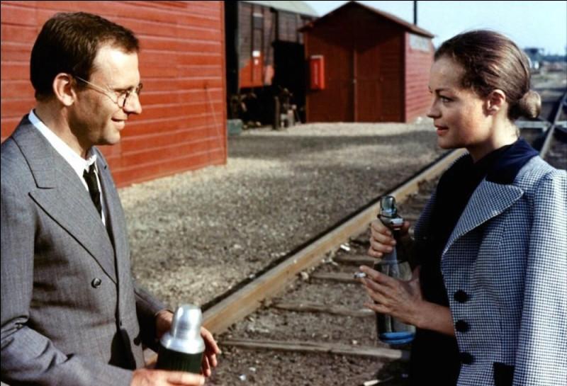 En 1973, Romy Schneider joue aux côtés de Jean-Louis Trintignant dans un long métrage de Pierre Granier-Deferre. Très belle histoire d'amour se déroulant durant l'exode en mai 1940. Comment se nomme-t-il ? (Indice avec la photo)