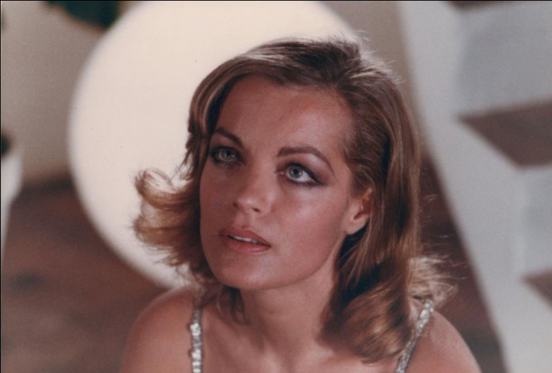 En 1975 toujours, elle tourne dans un film de Claude Chabrol, pas si connu que ça. Comment se nomme-t-il ?