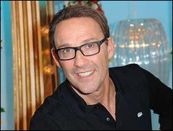 Qui est ce Julien, journaliste et animateur de radio et de télévision français ?