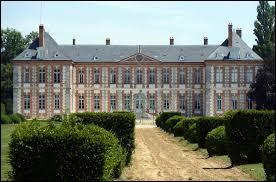 Je vous emmène en Île-de-France à la découverte du château de Bombon. Commune de la Grande Couronne, elle se situe dans le département ...
