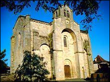 Voici l'église Saint-Saturnin, au Bourg. Commune occitane, dans le Quercy, elle se situe dans le département ...
