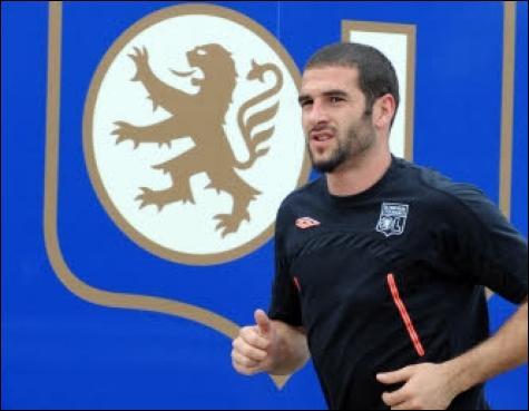 Dans quel club évolué Lisandro avant de rejoindre Lyon ?