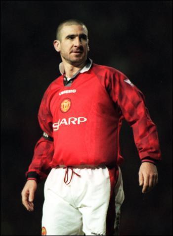 Quel joueur français était surnommé 'The King' lors de sa carrière à Manchester United ?