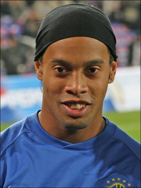 Qui est cet international brésilien, évoluant actuellement au Milan AC ?