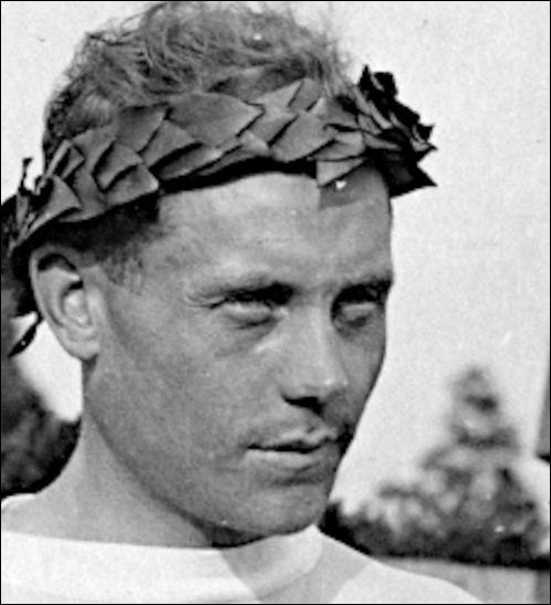 12 médailles (1920-28) > 22 records mondiaux du 1 500 m au 20 000 m : Il ne s'est pas endormi sur ses lauriers, M. Nurmi. Mais avec un tel prénom, se serait-il dopé ?