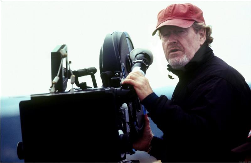 D'après la photographie, ce réalisateur s'appelle...
