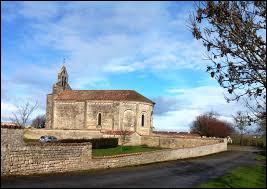 Nous terminons notre balade à Saint-Étienne-la-Cigogne. Commune Deux-Sévrienne, elle se situe en région ...