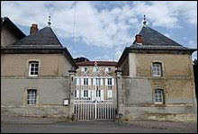 Pour voir cette maison de maître du XVIIIe siècle, direction Bey-sur-Seille. Village du Grand-Est, en Lorraine, il se situe dans le département ...
