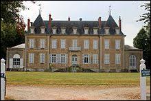Je vous emmène dans le Centre-Val-de-Loire à la découverte du château de Singleton de Lantan. Commune de l'arrondissement de Saint-Amand-Montrond, elle se trouve dans le département...