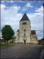 Vous avez sur cette image l'église Saint-Aventin de Mélisey. Commune de Bourgogne-Franche-Comté, dans l'arrondissement d'Avallon, elle se situe dans le département ...