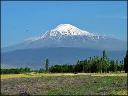 De quel pays le mont Ararat est-il le plus haut sommet ?