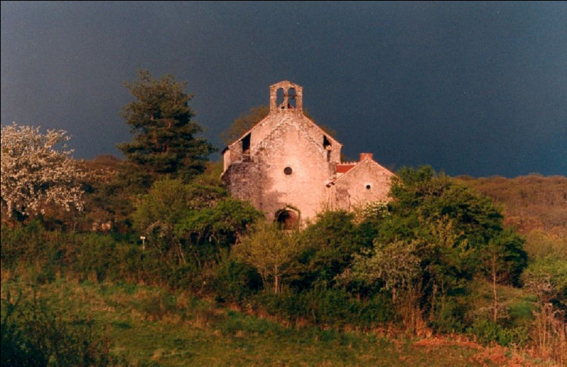 Dans quel département est situé ''Le prieuré de la Bouteille'', sachant qu'il est dans le 03 ?