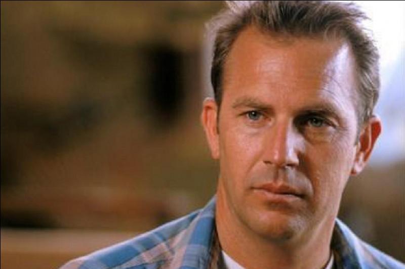 Qui est cet acteur qui joue le rôle principal dans le film ''Une bouteille à la mer'' ?