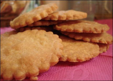 Quel est ce biscuit sec, rond, à bord cannelé, spécialité de Sablé-sur-Sarthe ?