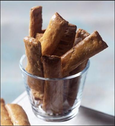 Quel est ce biscuit sec, dur, mince et doré à base de farine, de sucre, de fleur d'oranger et d'amandes, spécialité de Nîmes ?