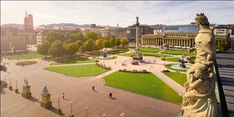 Grande ville allemande, capitale du Land de Bade-Wurtemberg :