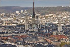La ville de Rouen n'a pas 100 clochers comme le disait Victor Hugo, combien y en a-t-il maintenant ?