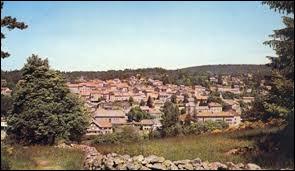 Quel est ce village qui, en 1990, avec ses habitants ont été reconnus comme ''Justes parmi les nations'' par l'Institut Yad Vashem de Jérusalem ?