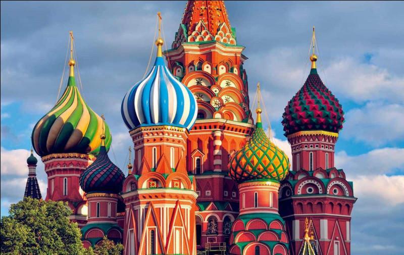 Le drapeau de la Russie est bleu, rouge et...
