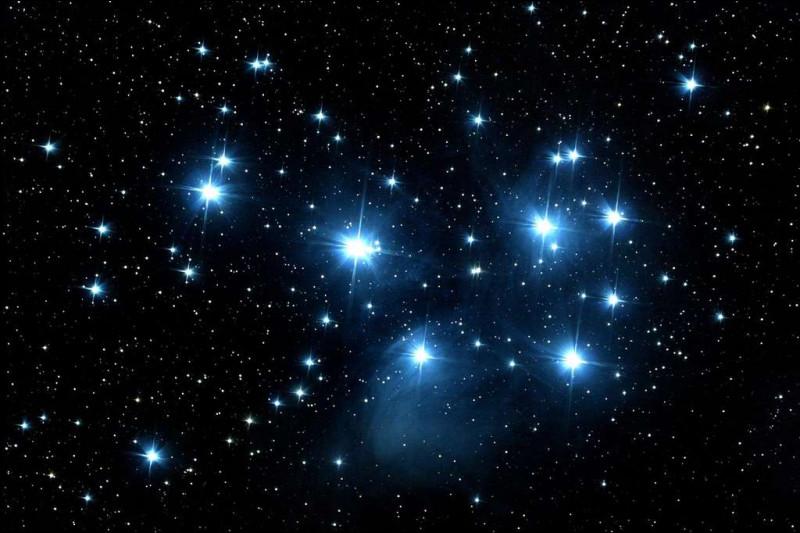La constellation Cassiopée a une forme de...