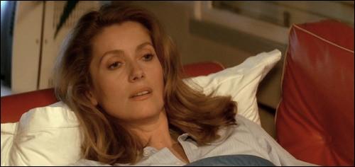 """Ho comme Hôtel : avec qui Catherine Deneuve partage-t-elle l'affiche dans le film """"Hôtel des Amériques"""" ?"""